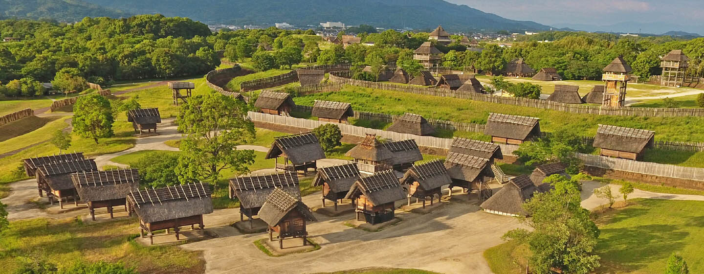One of Japan's largest moat-encircled village and ancient ruins